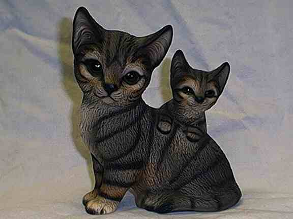 Photo of a figurine of mother cat and kitten